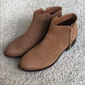 Aldo Ankle boots in tan size 7